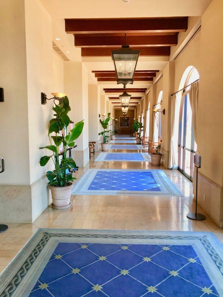 スパニッシュコロニアル風建物『ホテル日航アリビラ』